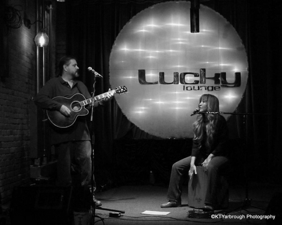Lucky Lounge gig photo by Kim Yarbrough BW